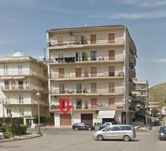 Locale commerciale di mq. 30 ubicato in P.zza Kennedy in Affitto